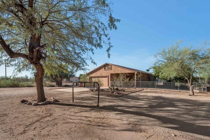 944 N MERIDIAN Road, Apache Junction, AZ 85120