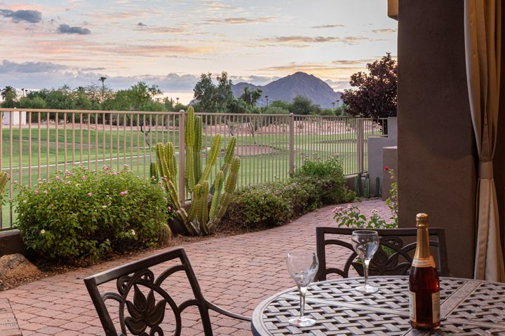 Scottsdale, Gated Community, Views, Silverado Golf Course, Scottsdale Links Estates, Shopping, Salt River Fields, Restaurants, 101