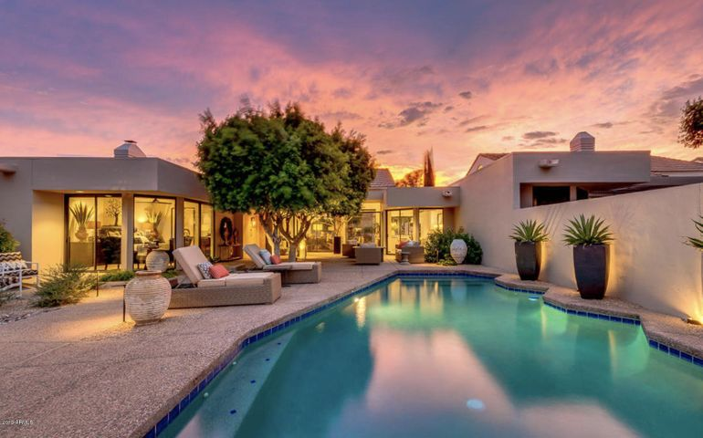 Welcome to your Gorgeous Desert Retreat!