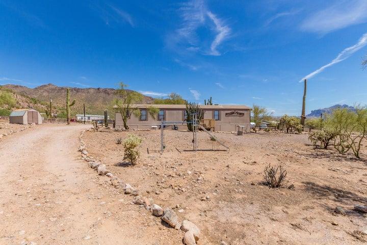 2850 W SADDLE BUTTE Street, Apache Junction, AZ 85120