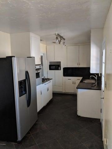 824 W ELNA RAE Street, Tempe, AZ 85281