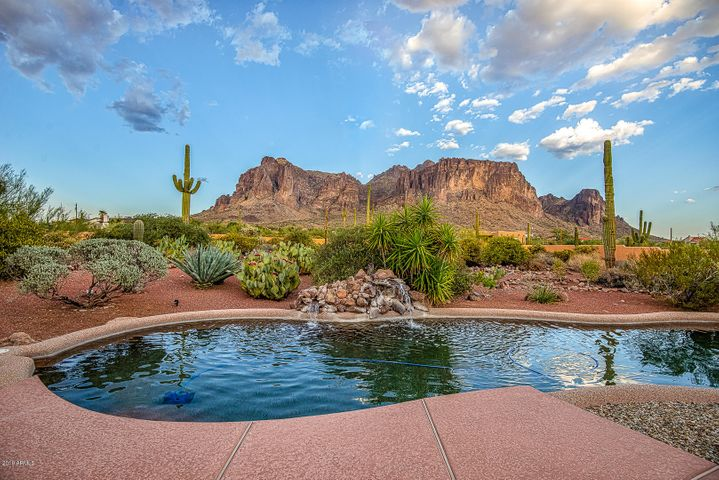 3083 N GERONIMO Road, Apache Junction, AZ 85119