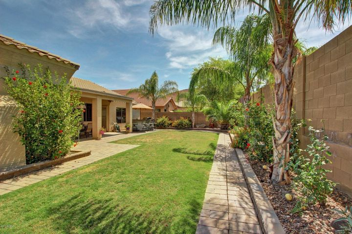2111 W CALEB Road, Phoenix, AZ 85085