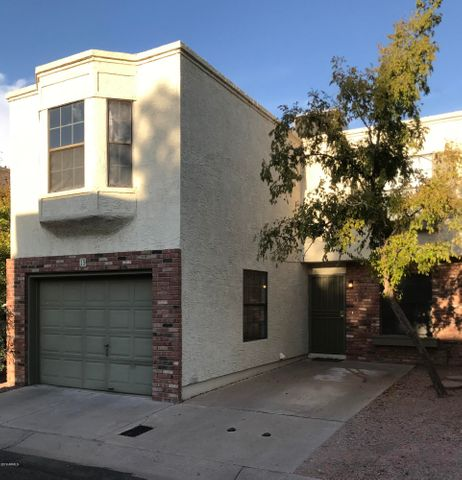 A stand alone; no sharing walls with your neighbors! A perfect single family home very close to Arizona State University.