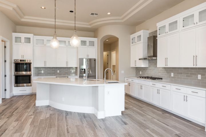 Gorgeous Chefs kitchen with 2 pantries