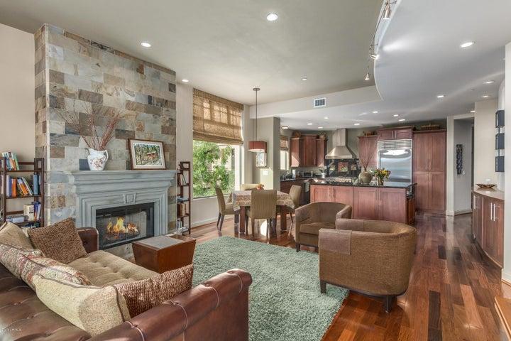 8 Biltmore Estate, 206, Phoenix, AZ 85016