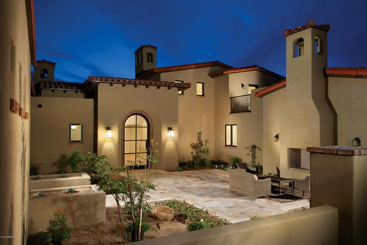 Front courtyard with fireplace