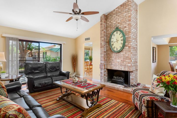 10359 E CINNABAR Avenue, Scottsdale, AZ 85258
