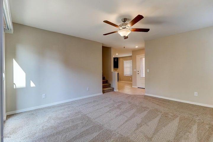 8128 W AGORA Lane, Phoenix, AZ 85043