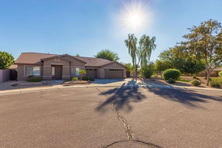 8877 W RUNION Drive, Peoria, AZ 85382