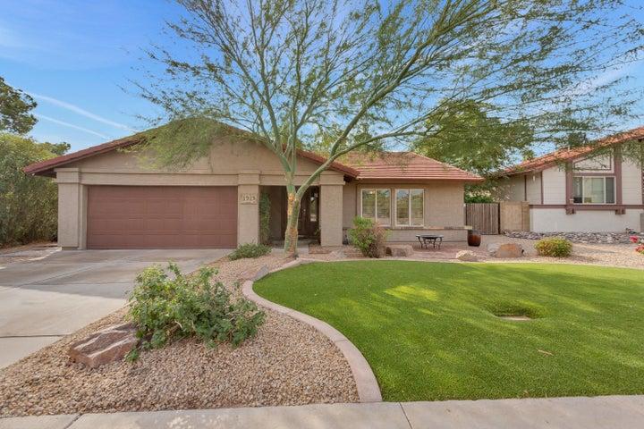 1925 E WINCHCOMB Drive, Phoenix, AZ 85022