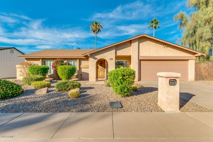 8914 E CHOLLA Street, Scottsdale, AZ 85260
