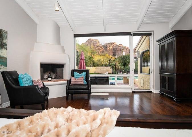 4757 E VALLEY VISTA Lane, Paradise Valley, AZ 85253