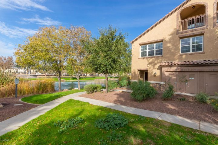 2670 S VOYAGER Drive, 113, Gilbert, AZ 85295