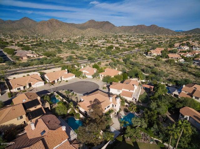 Scottsdale, Rio Montana, 5 bed, downstairs master, pool, 3 car garage