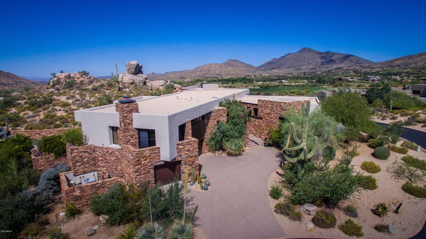 This residence backs up to a stunning outcropping of Native desert and rocks, at the end of a quiet cul-de-sac in Rose Quartz. The large corner parcel features city light, mountain and golf course views!