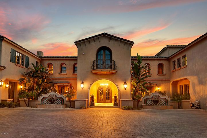 Imagine pulling into this driveway every day!