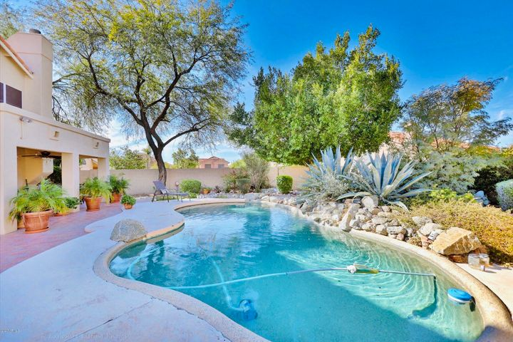 3758 N KATMAI Circle, Mesa, AZ 85215