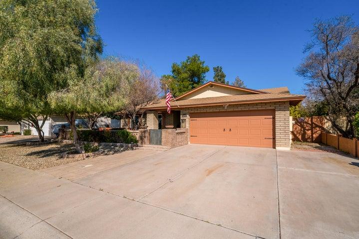 2204 W PALOMINO Drive, Chandler, AZ 85224