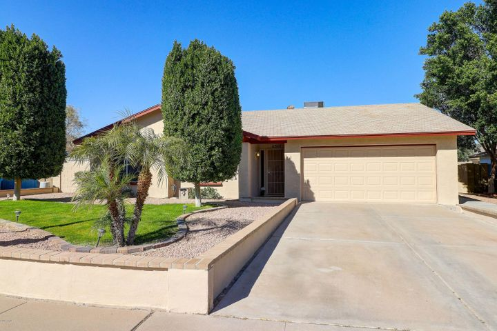 Nestled in the heart of Ahwatukee, near hiking trails, this beautiful 3 BD/2 BA home awaits!