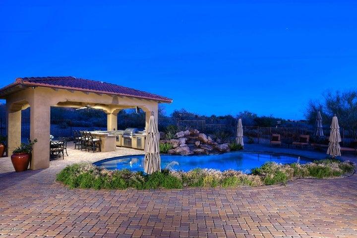 Gorgeous pool and Ramada