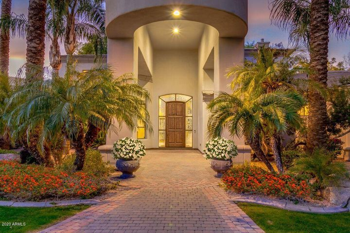 Welcome to your luxury home in a gorgeous North Mesa gated community.