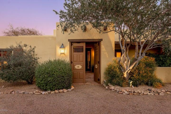 7529 N Invergordon Road, Paradise Valley, AZ 85253
