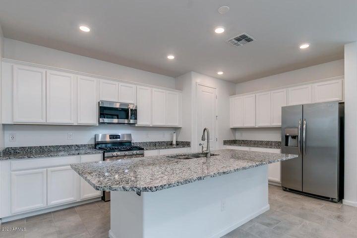 4034 W ROSS Avenue, Glendale, AZ 85308