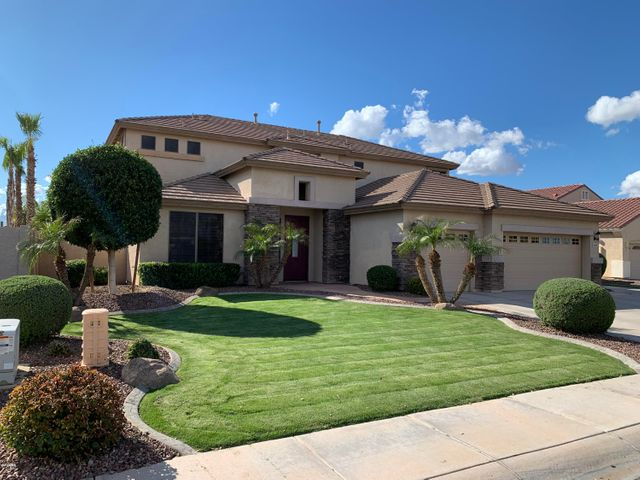 Welcome to Sun River! This beautiful 3,409 square foot executive home bids you to come and see the Chandler Ocotillo lifestyle you've been dreaming about.