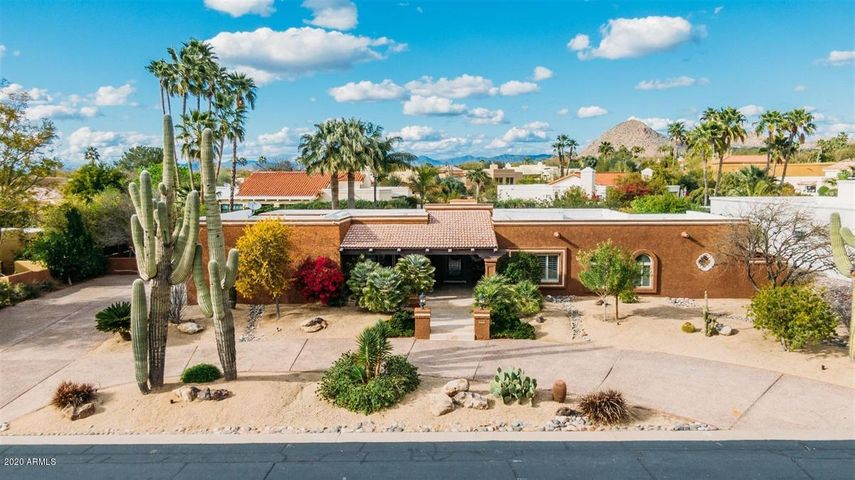 Located in a premier North Scottsdale neighborhood - walking distance to shopping and dining.