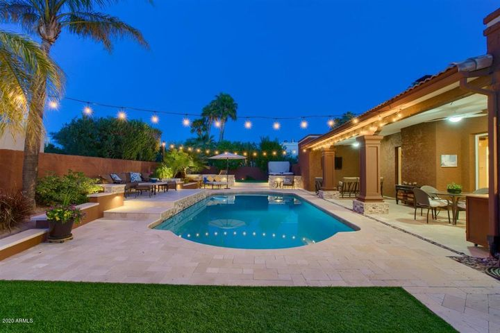 This backyard was MADE for entertaining!
