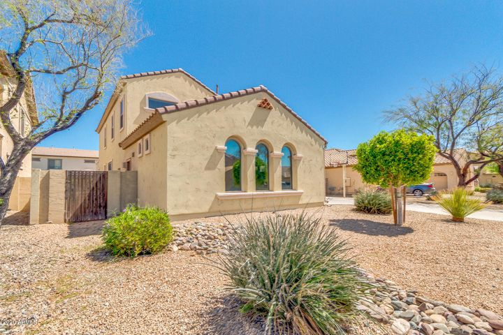 15682 W GLENROSA Avenue, Goodyear, AZ 85395