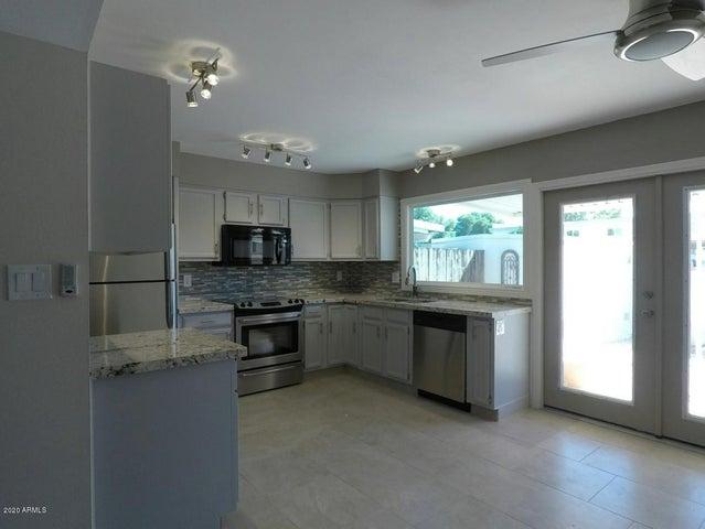 8225 E MCDONALD Drive, Scottsdale, AZ 85250