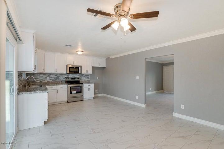 3702 W CACTUS WREN Drive, Phoenix, AZ 85051