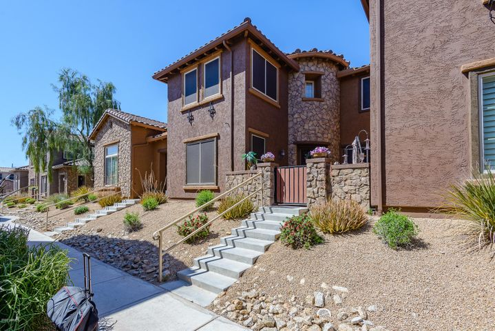 Gorgeous Townhome in the coveted Desert Ridge Fireside Community!