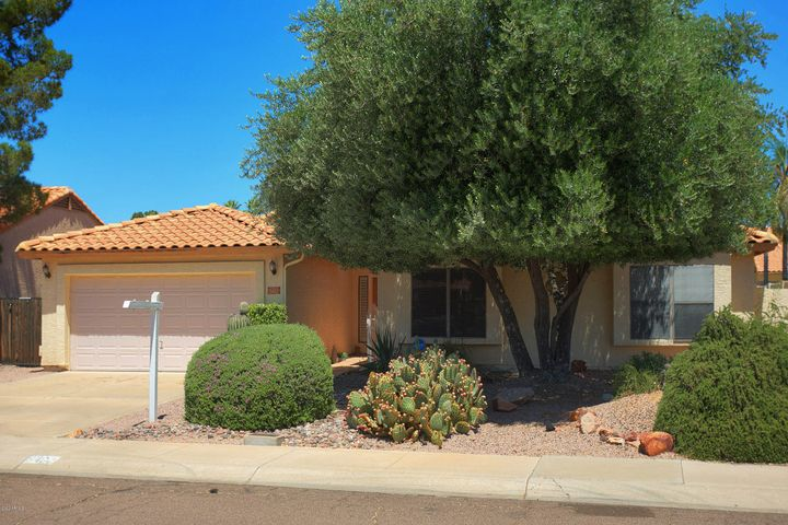 5462 E GRANDVIEW Road, Scottsdale, AZ 85254
