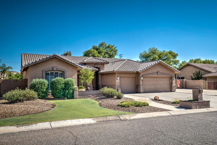 5543 W WEST WIND Drive, Glendale, AZ 85310