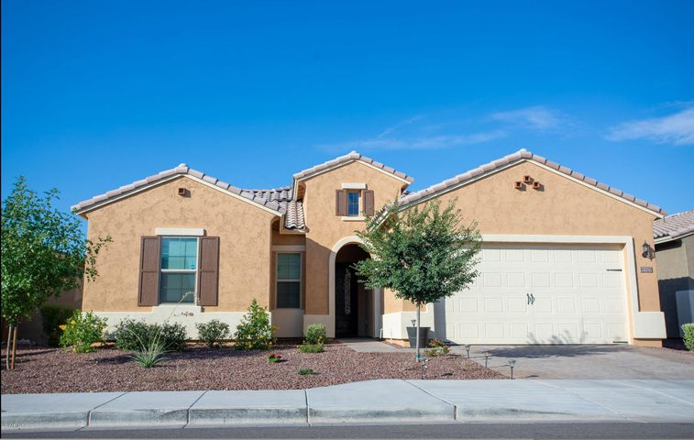 10329 W FETLOCK Trail, Peoria, AZ 85383