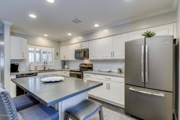 7668 E HAZELWOOD Street, Scottsdale, AZ 85251