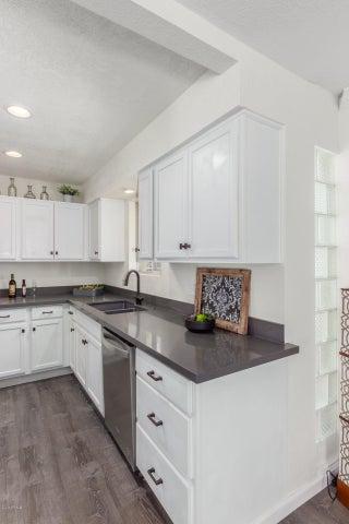 2233 E HIGHLAND Avenue, 129, Phoenix, AZ 85016