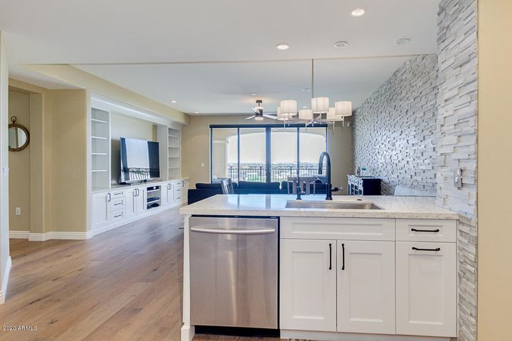 Beautiful Open Floorplan with Canal Views!