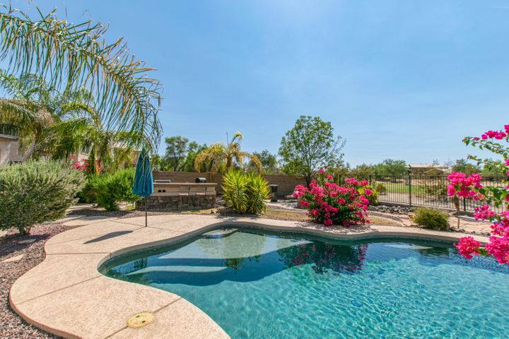 28956 N SADDLE Way, San Tan Valley, AZ 85143