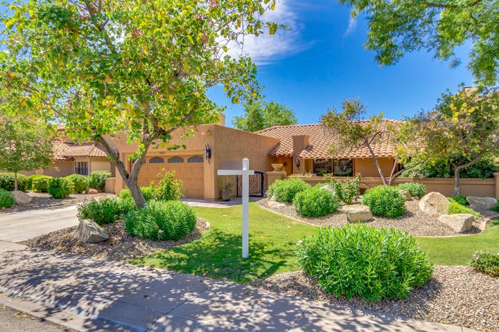 Las Colonias is a gated enclave of 26 homes. It is an A+++ location only minutes to Kierland/Scottsdale Quarter, and also proximate to Old Town Scottsdale and Paradise Valley.