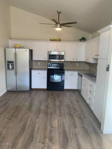633 N MAY Street, 17, Mesa, AZ 85201