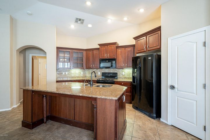 18279 W SUNNYSLOPE Lane, Waddell, AZ 85355