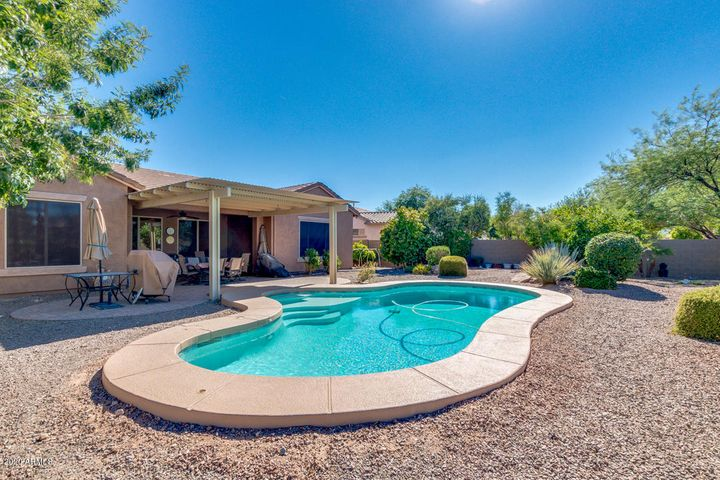 18168 W ECHO Lane, Waddell, AZ 85355