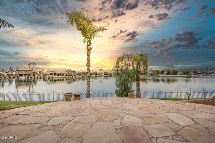 3625 E WOODLAND Drive, Phoenix, AZ 85048