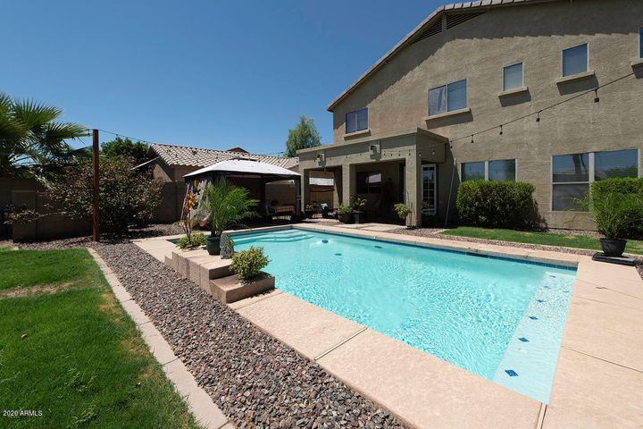 Entertaining backyard with a gorgeous pool!
