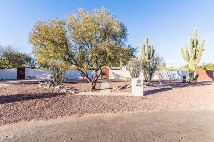 Curb View Arizona Hacienda Estate