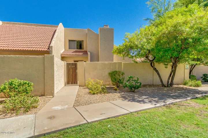 4755 W NEW WORLD Drive, Glendale, AZ 85302